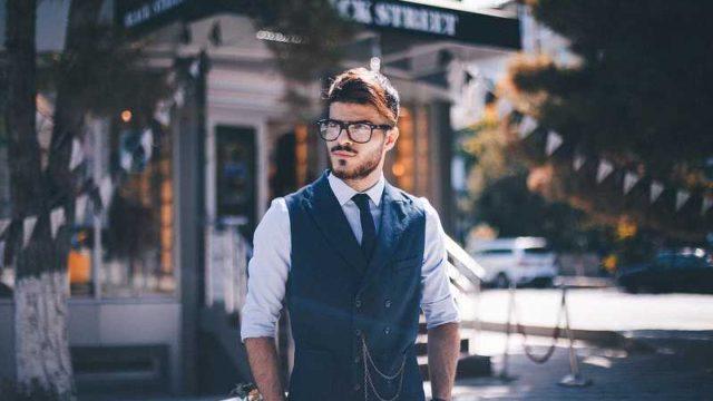 髭のビジネスマン